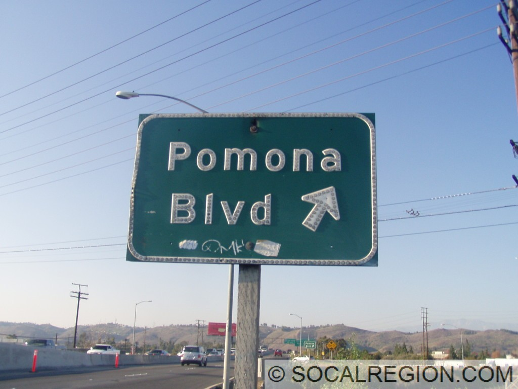 Older signage for the Pomona Blvd exit.