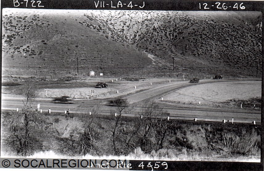 1946 view of the SR-138 (old Ridge Route) and US 99 junction south of Gorman.