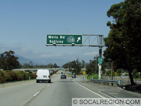 Eastbound Santa Paula Freeway (126) at the 118 junction in Saticoy. Note the older style State highway shield on the overhead.