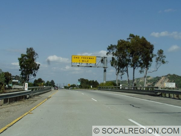 Approaching the eastern end of the Santa Paula Freeway. Sign for END FREEWAY was meant to carry an exit sign, hence the larger frame.