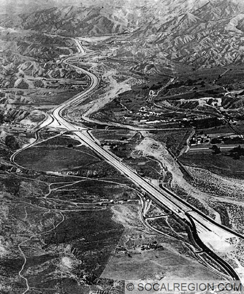 1963 view of the old Soledad Canyon freeway end. Sand Canyon Road interchange is visible at center.